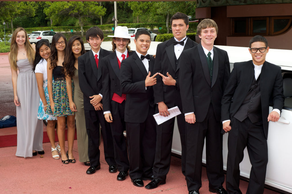 Dreamers Amongst the Legends in front of limo1
